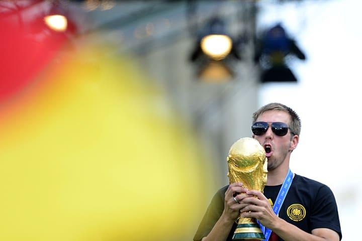 Philip Lahm nel 2014 con la Coppa del Mondo vinta in Brasile
