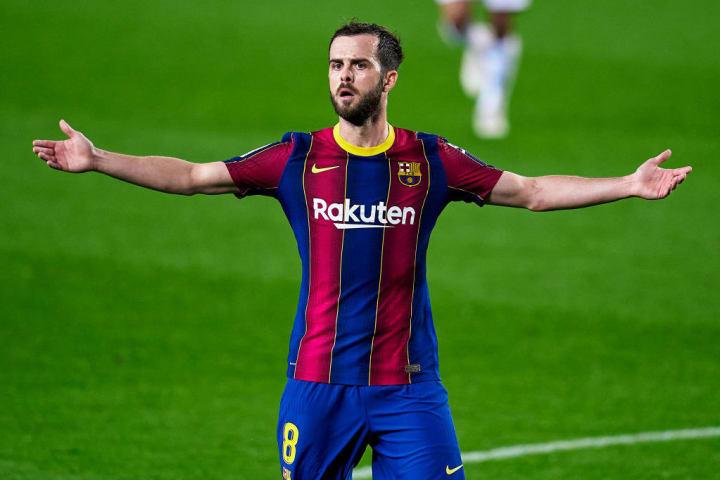 Miralem Pjanic could be key to Wijnaldum securing Barcelona transfer