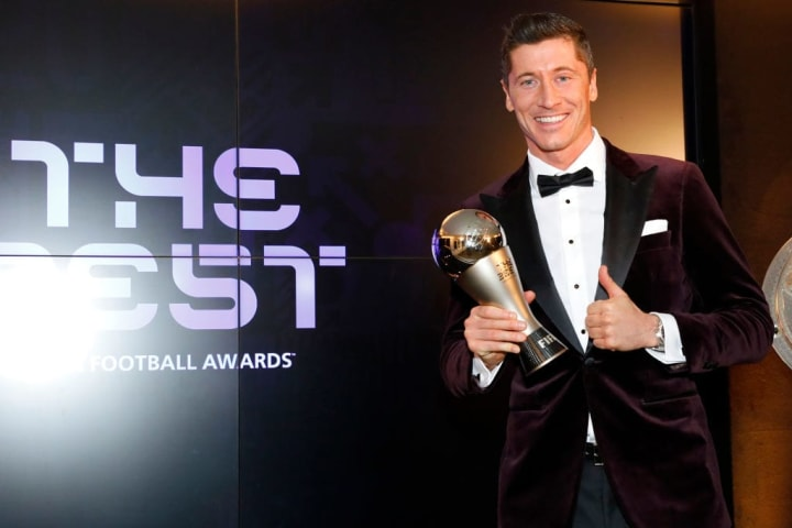 Lewandowski desbancou Lionel Messi e Cristiano Ronaldo e foi eleito o Melhor do Mundo da FIFA.