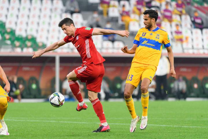 Robert Lewandowski, Diego Reyes (Tigres UANL)