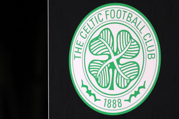 Irische Farben und das Kleeblatt machen das Celtic-Wappen aus