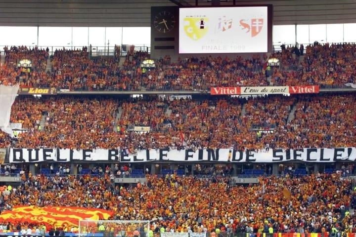 Les supporters affichent leur bonheur lors de la finale de Coupe de la Ligue face à Metz