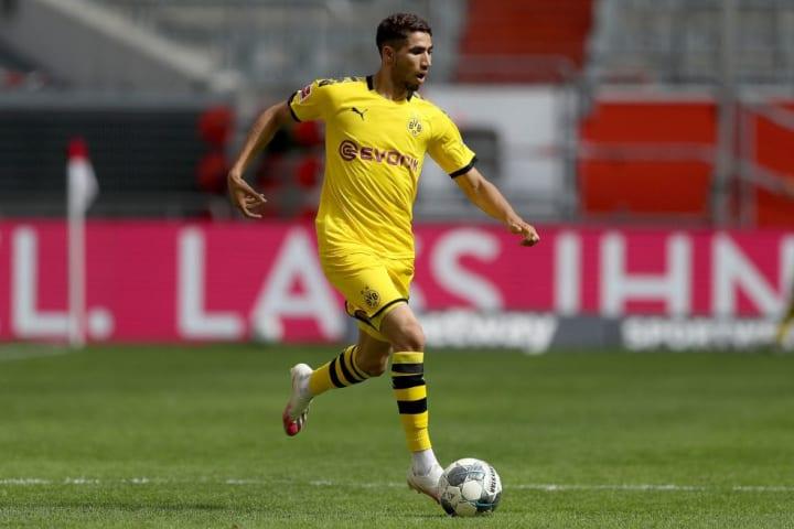 Hakimi en action face au Fortuna Düsseldorf le 13 juin