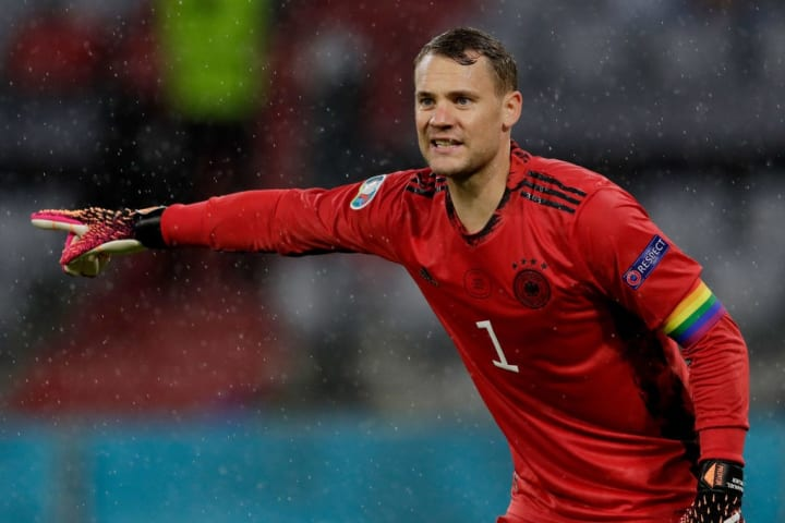 Manuel Neuer will retain his place in goal