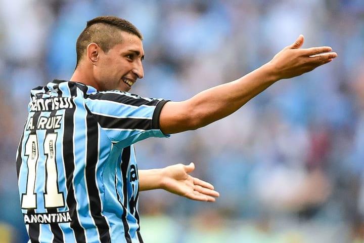 Alan Ruiz Grêmio Felipão Gre-Nal 2014