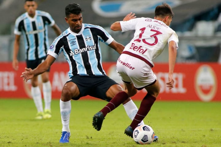 Thiago Santos Grêmio Volta Vitória Copa do Brasil