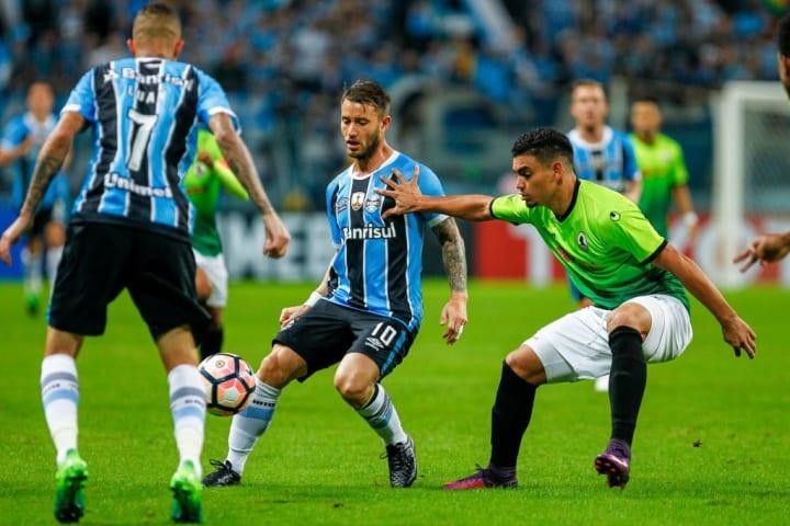 Gaston Fernandez Grêmio Decepção Contratações Década