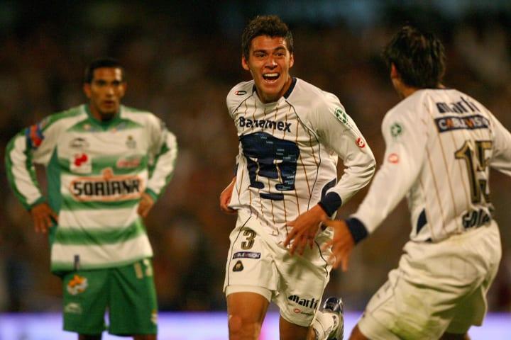 Hector Moreno (C) of Pumas celebrates hi