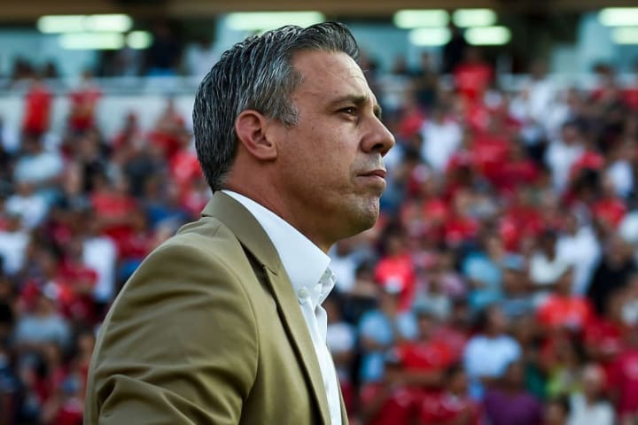 El entrenador Lucas Pusineri continuará como DT de Independiente.