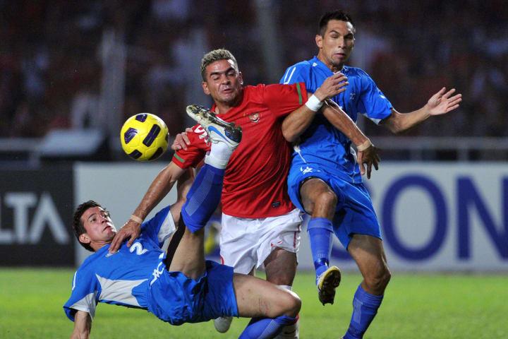Indonesian striker Christian Gonzales (C