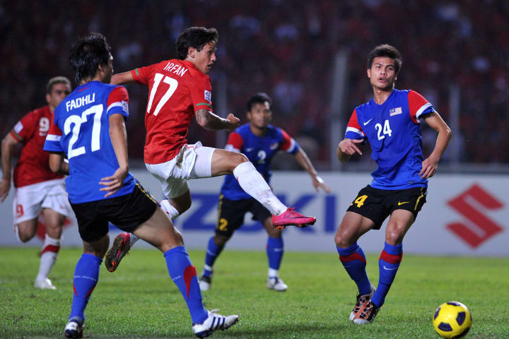 Indonesia's striker Irfan Bachdim (3L) c