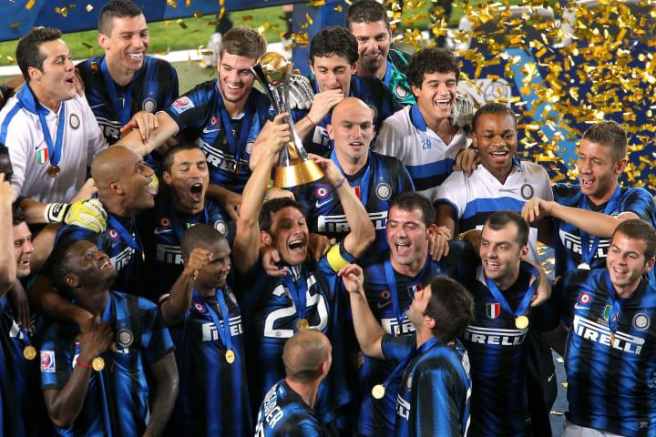 Para pemain Inter Milan merayakan dengan