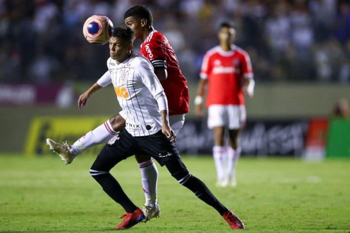 Adson Corinthians Bahia Campeonato Brasileiro Sylvinho