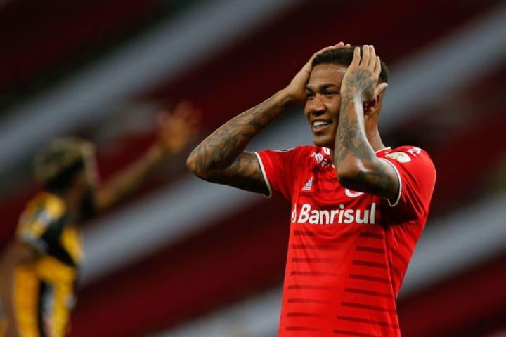 Zé Gabriel Internacional Zagueiro Queimado Táchira Libertadores