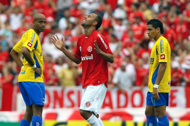 Internacional's Alecsandro celebrates af