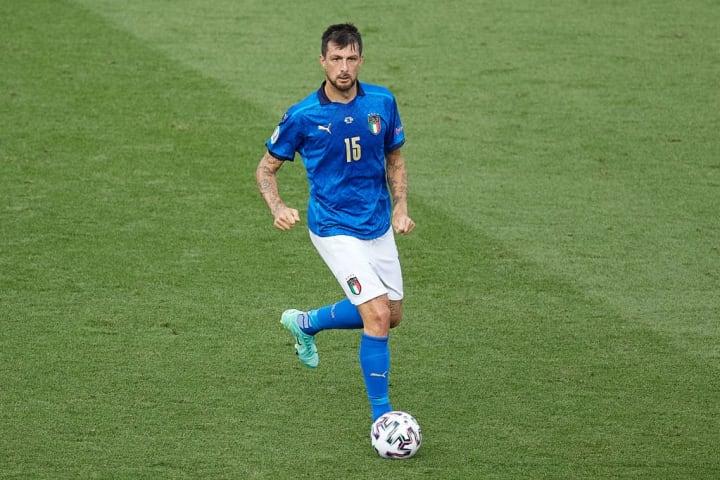 Who should partner Leonardo Bonucci for Italy?