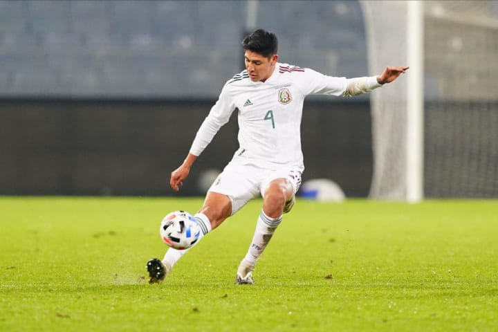 Edson Álvarez, mediocampista del Ajax