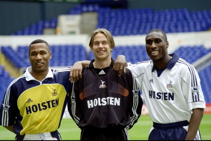 Les Ferdinand pictured with his former teammates, including Sol Campbell