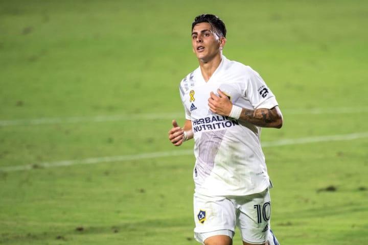 Cristian Pavón regresó a Boca tras su préstamo en Los Ángeles Galaxy.