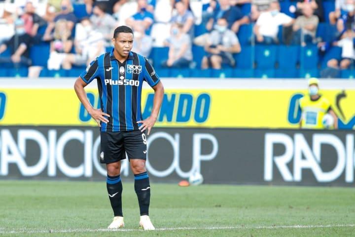 Luis Muriel (Atalanta striker) waiting for a goalkeeper-...