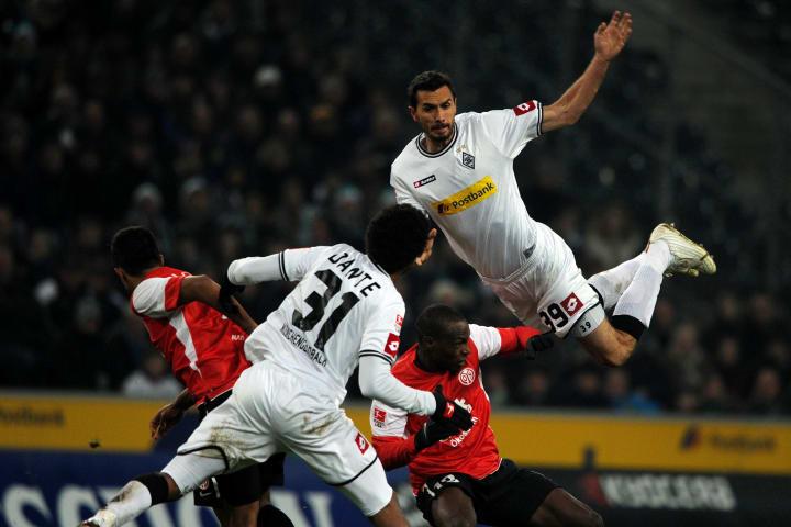 Mainz' Nigerian striker Anthony Ujah (2n
