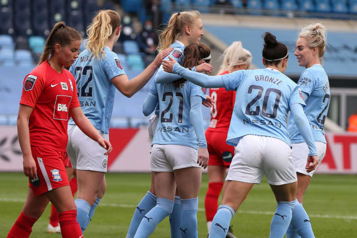 Man City thrashed Birmingham to go top of the WSL and put pressure on Chelsea's game in hand