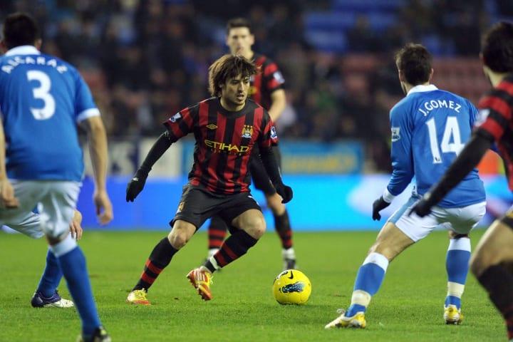 Manchester City's David Silva (C) plays
