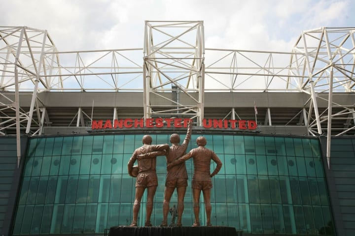 Patung Trinity Manchester United Diresmikan