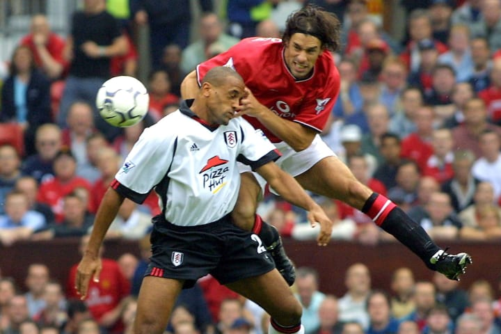 Man Utd avoided an opening day scare against newly promoted Fulham in 2001