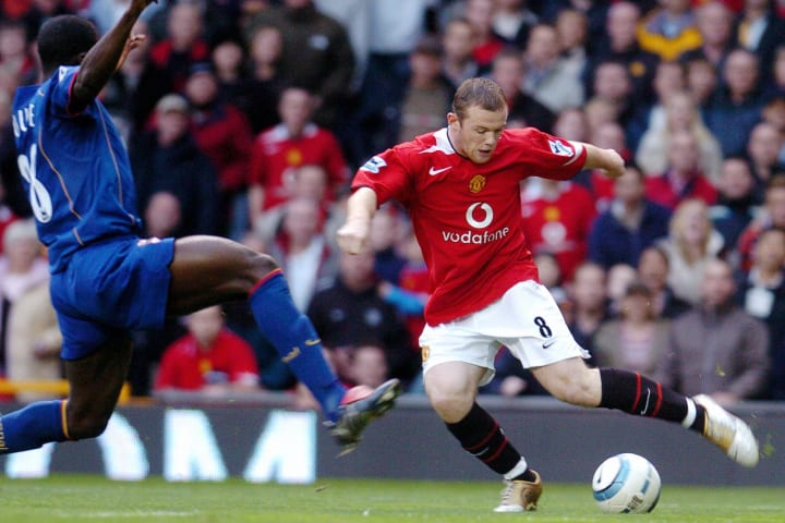 Manchhester United's Wayne Rooney (R) fi