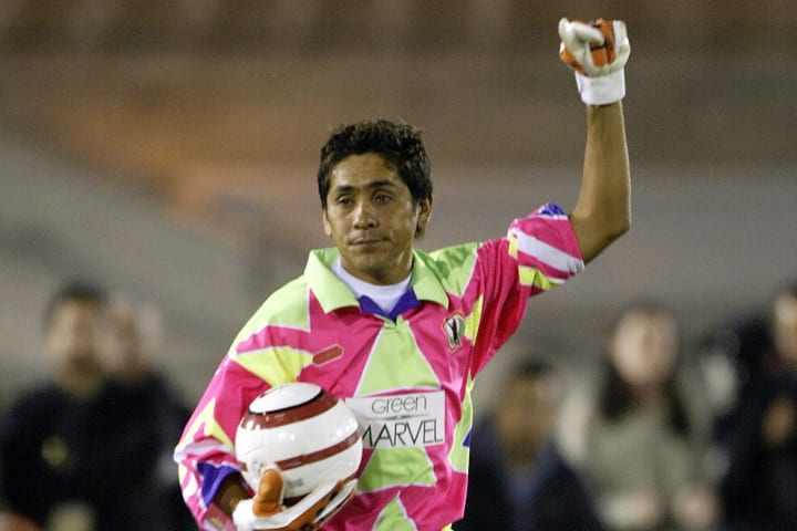 Mexican goalkeeper Jorge Campos salutes