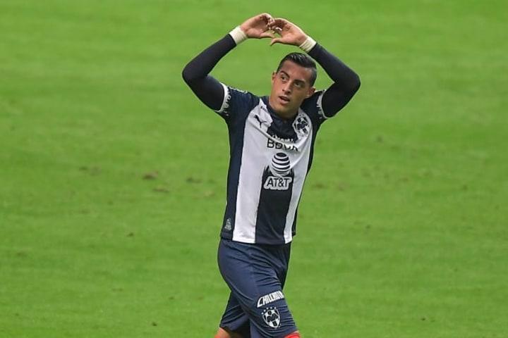 Rogelio Funes Mori celebra un gol con Rayados de Monterrey.