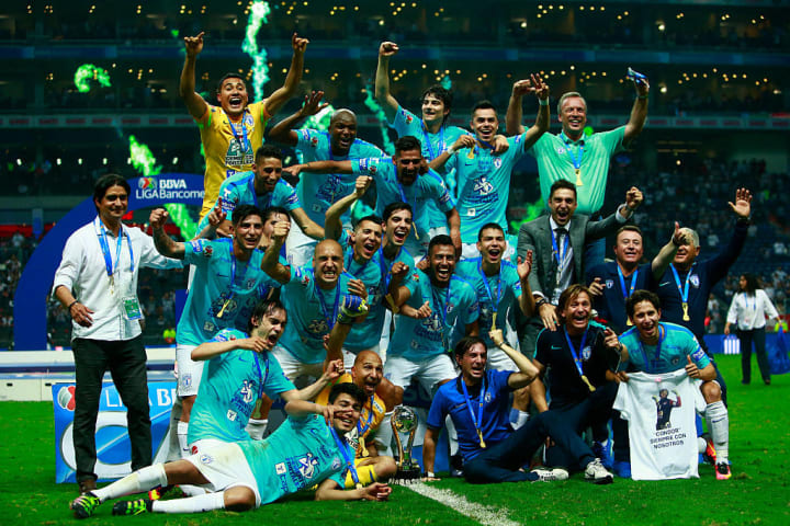 Pachuca se consagró campeón de la Liga MX 2016 al vencer a Monterrey en la final de los Playoffs. La ida fue 1-0 como local y en la vuelta, empató 1-1