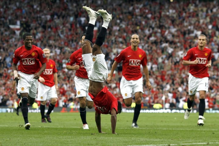 Nani (C) of Manchester United  celebrate