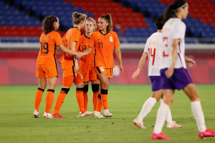 Free-scoring Netherlands blew China away