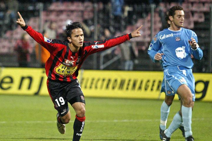 Nice's forward Marama Vahirua (L) jubila