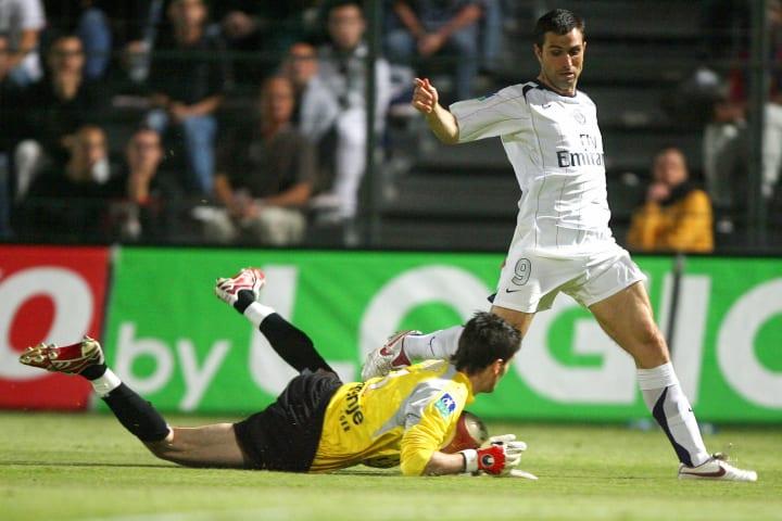 Nice's goalkeeper Hugo Lloris (L) stops...