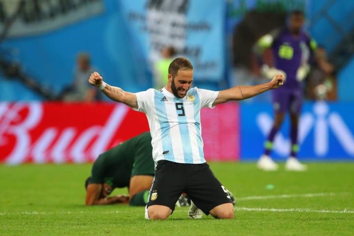Higuain, criticado por los argentinos más allá de ser un histórico de la selección
