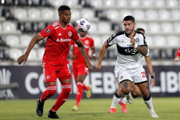 Lucas Ribeiro Internacional Zagueiro Diego Aguirre