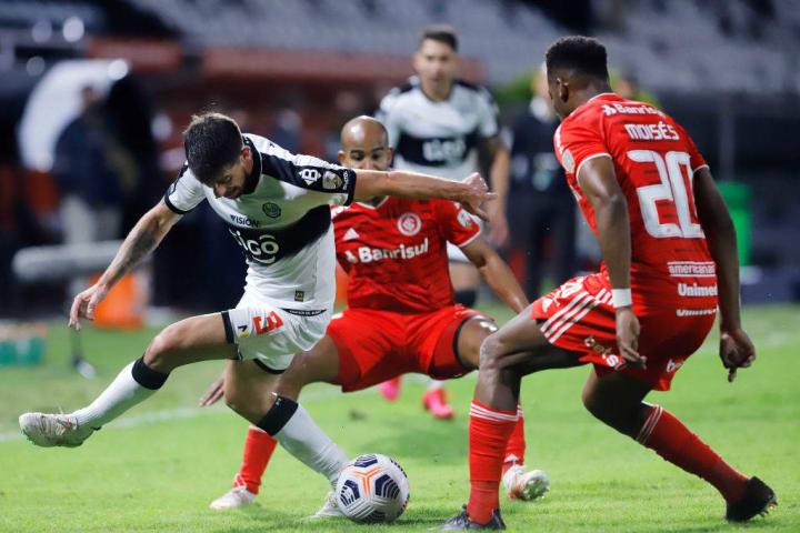 Alejandro Silva Moisés Internacional Olimpia Libertadores Zebra