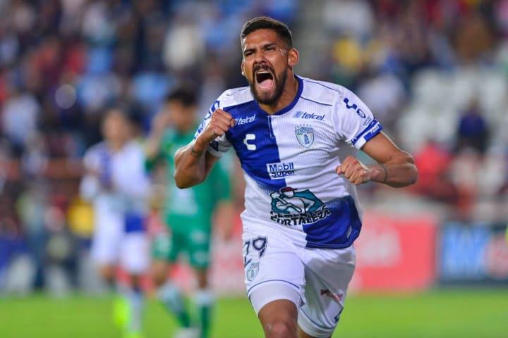 En Pachuca disputó 169 encuentros y marcó 83 goles, convirtiéndose en el máximo goleador de la institución mexicana.
