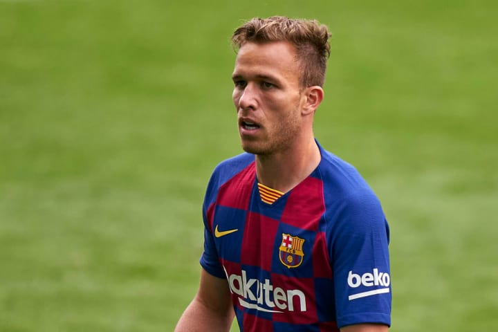 Arthur Melo in action for Barcelona