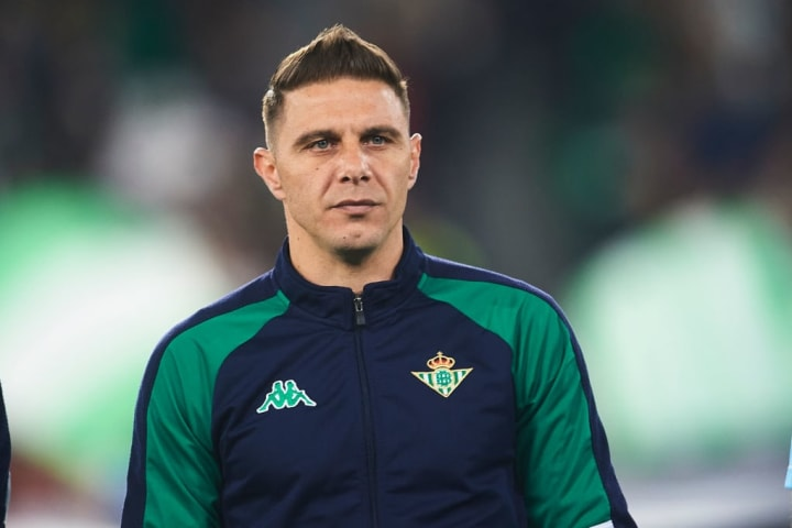 Joaquin has played in the UEFA Cup/Europa League for Real Betis, Valencia & Fiorentina over the years