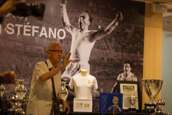 Real Madrid Honours The Late Alfredo Di Stefano