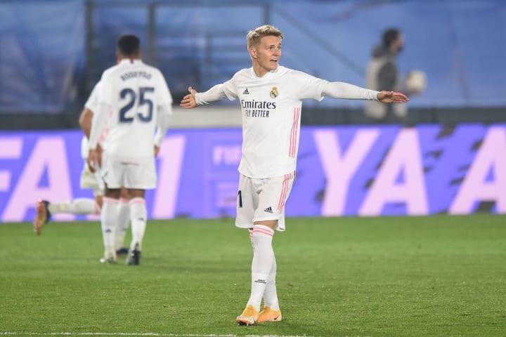 Após boa temporada na Real Sociedad, Martin Ødegaard não conseguiu o espaço esperado no Real Madrid. E vai para a Inglaterra.