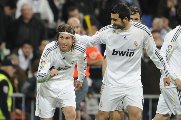 Real Madrid's defender Sergio Ramos (L)