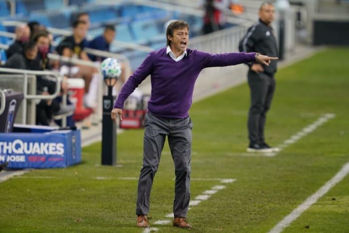 Almeyda fue entrenador de las Chivas entre 2015 y 2018. Hoy, desde hace 2 años que dirige en San José Earthquakes en la MLS.