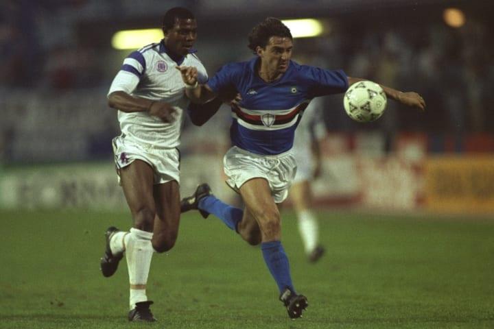 Roberto Mancini of Sampdoria holds off Stephen Keshi of Anderlecht