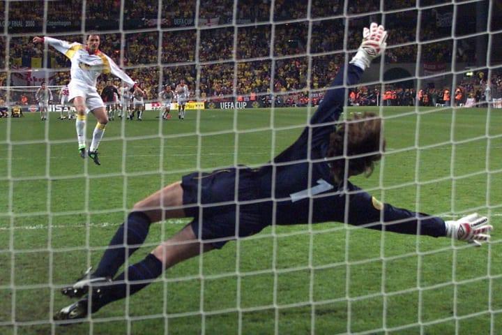 Gheorghe Popescu'nun Galatasaray'a UEFA Kupası'nı getiren golü