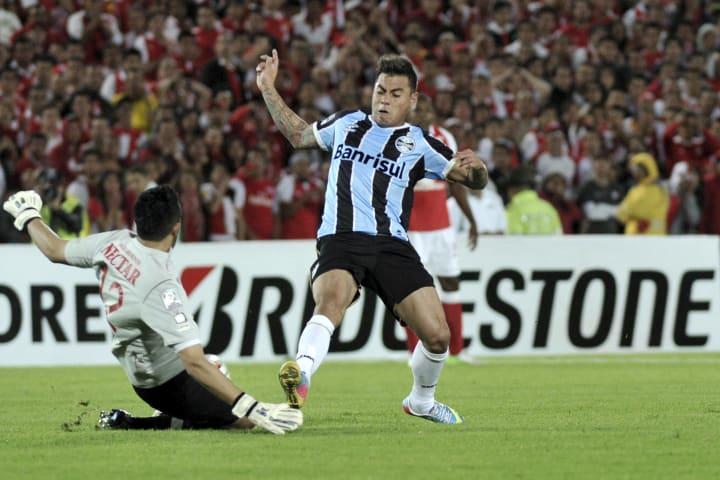 Eduardo Vargas Grêmio Contratação Decepção Década